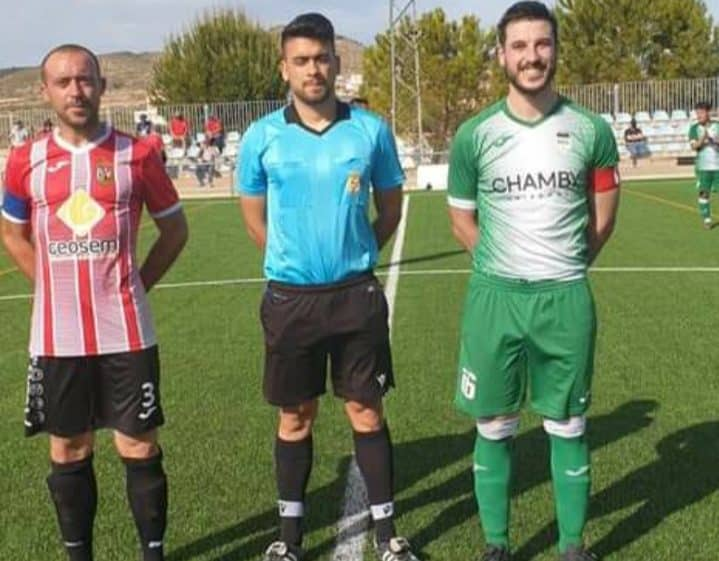 Monte skipper Fernando (left) with Hondon counterpart in play-off game.