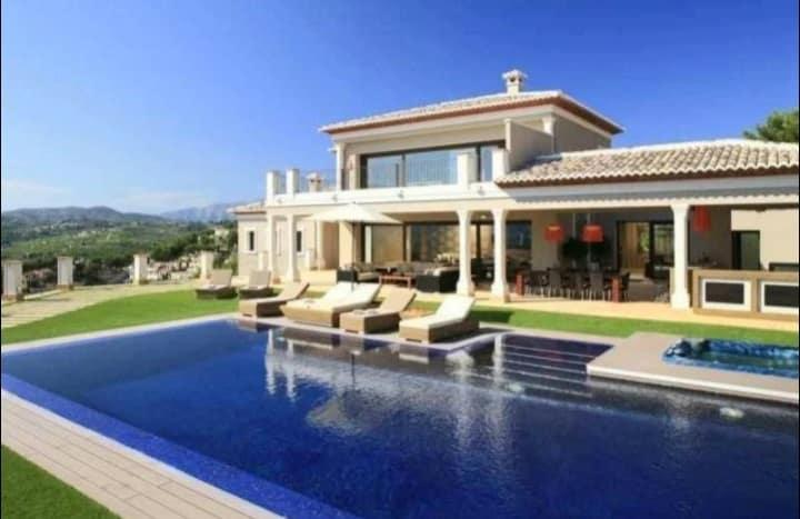 Big Sam's Costa Blanca Villa in Moraira that went up for sale for £3.5m. Photo: Rightmove.