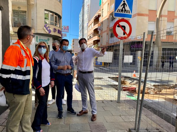 Repairs to the sanitation network on calle María Parodi in Torrevieja