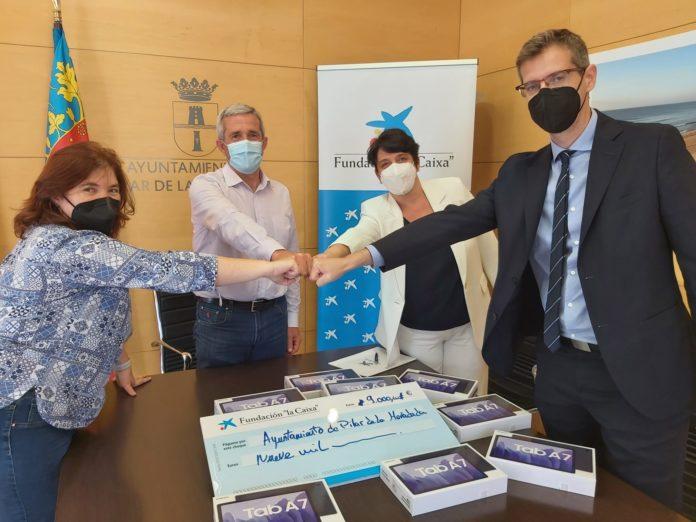 La Caixa dona 32 tablets para la concejalía de Mayores de Pilar de la Horadada