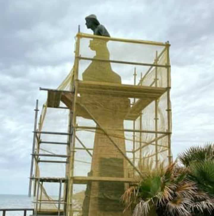 The Monument to the Man of the Sea: One of the great symbols of Torrevieja.