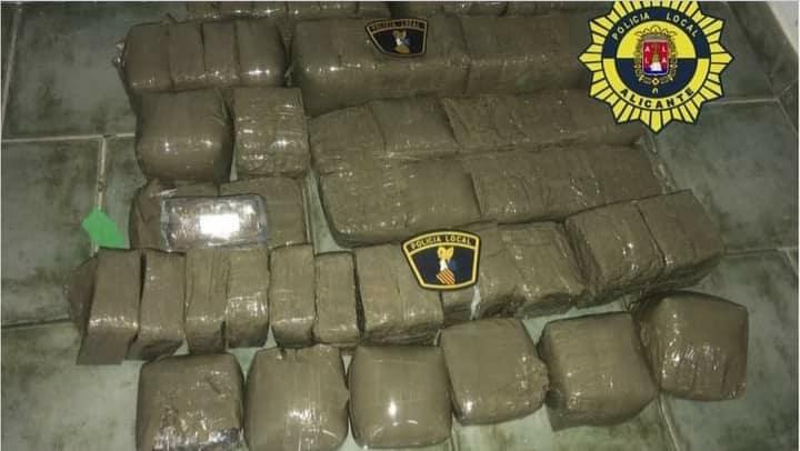 Tabarca 35kgs drugs find transferred to Santa Pola police