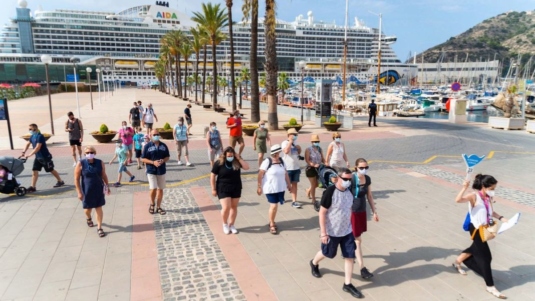First international cruise ship for 16 months arrives in Cartagena