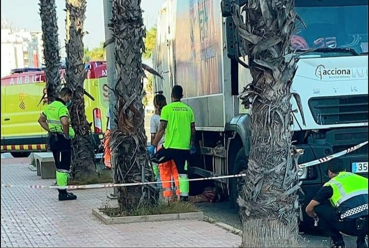 Police cordon off area after man killed by waste vehicle in Torrevieja.
