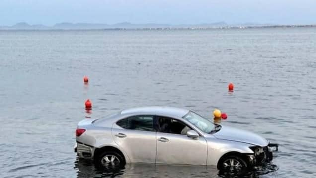 Car travelling from Cabo de Palos ended up in sea at La Manga when vehicle ran-off road.