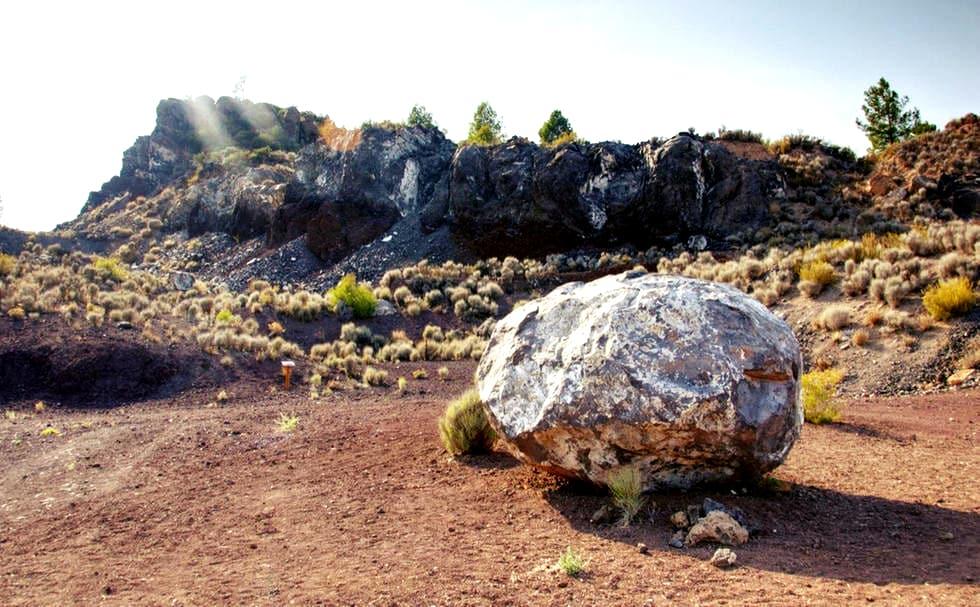 the dormant Cofrentes Volcano, 60 km from Valencia