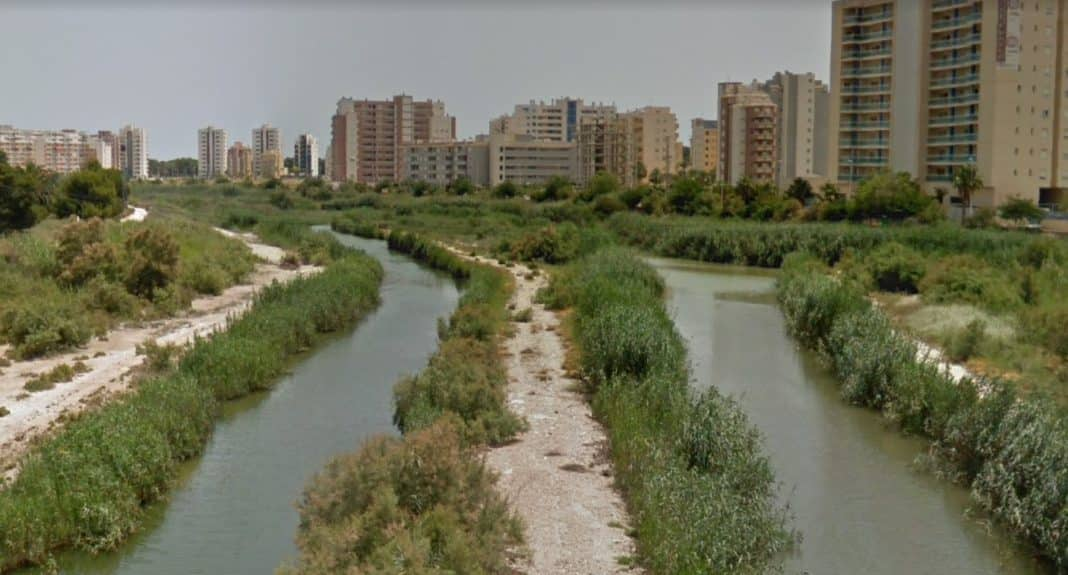 The channel has two connections with the main channel of the river