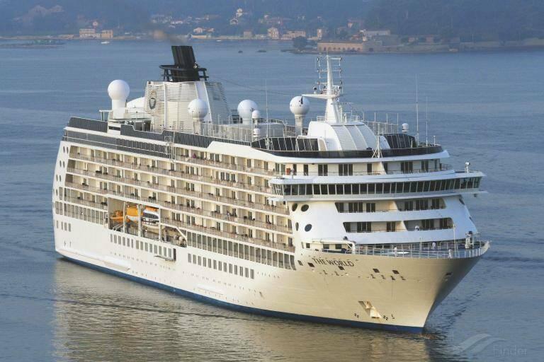 Cruise ships bring 2,000 tourists into Cartagena