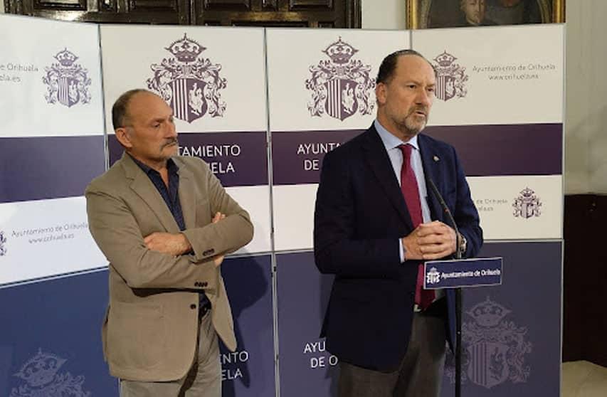 Mayor Bascuñana and the councillor for finance, Rafael Almagro,
